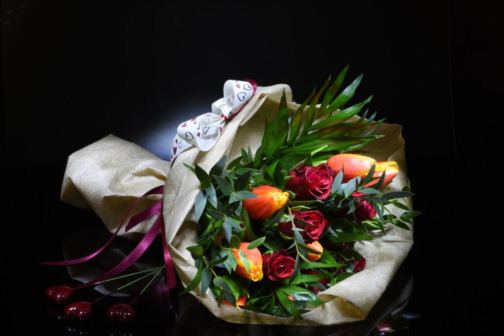 bouquet di rose e tulipani